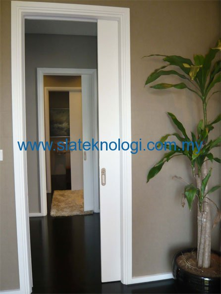 Walk-In-Closet---doors-in-series